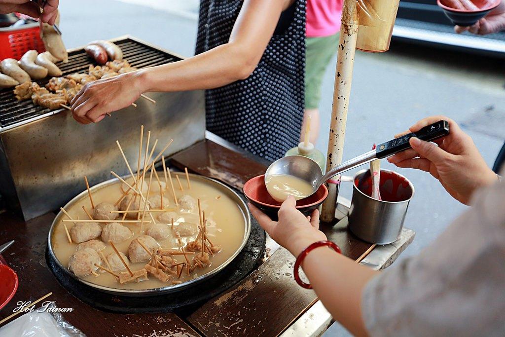 【台南美食】巷弄間的人氣黑輪攤,免費味增湯任你喝到飽:大武街無名黑輪攤
