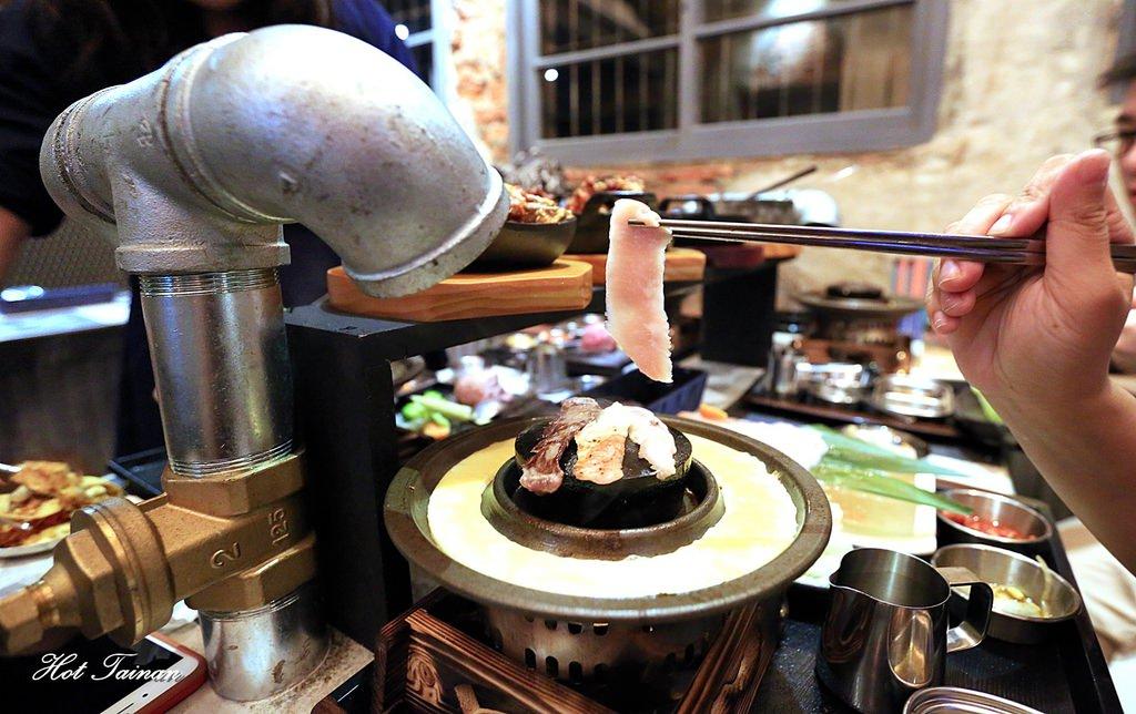 【台南美食】全台灣獨創!單人獨享韓式烤肉,老屋輕工業風搭上水管抽風機,潮味十足的一家店:石堂-極和牛石頭燒